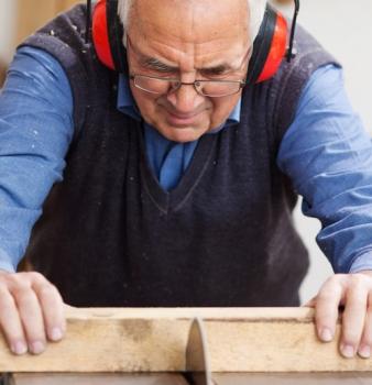 Werknemer in dienst na AOW-leeftijd aantrekkelijker